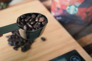 Measure out coffee beans brezza