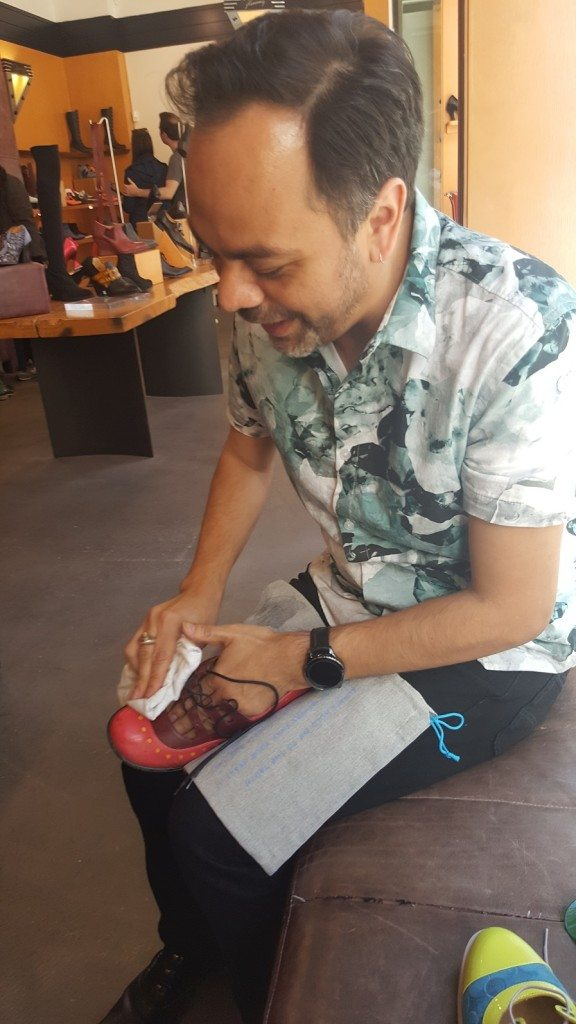 1 - 1 - 20170415_165051 Roland cleaning my shoes